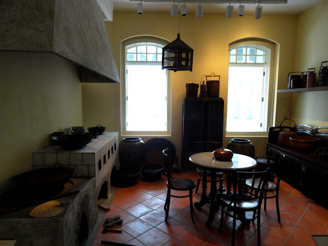 Country Kitchens Wit Wooden Ceilings And Beems