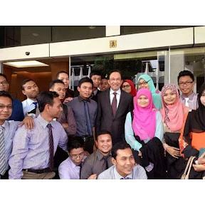 Pelajar UPSI diberi amaran kerana bergambar dengan Anwar?