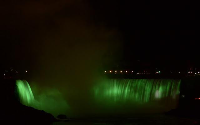 Niagara Falls luminata
