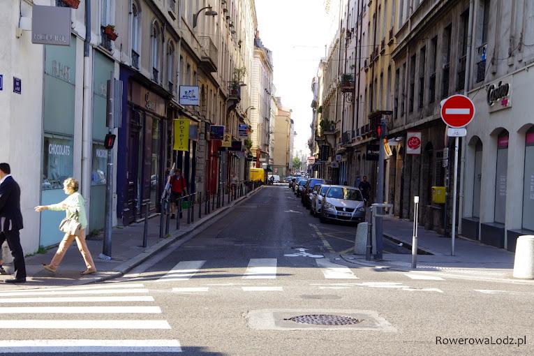 Jednokierunkowa droga dla samochodów - nie dotyczy rowerów = kontraruch.