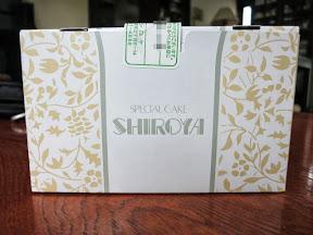 シロヤのケーキの箱正面