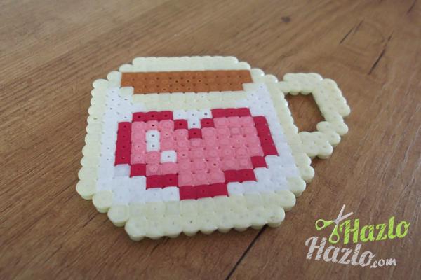 Taza hecha con Hama Beads