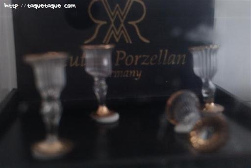 Copas alemanas de cristal con filo dorado escala 1:12