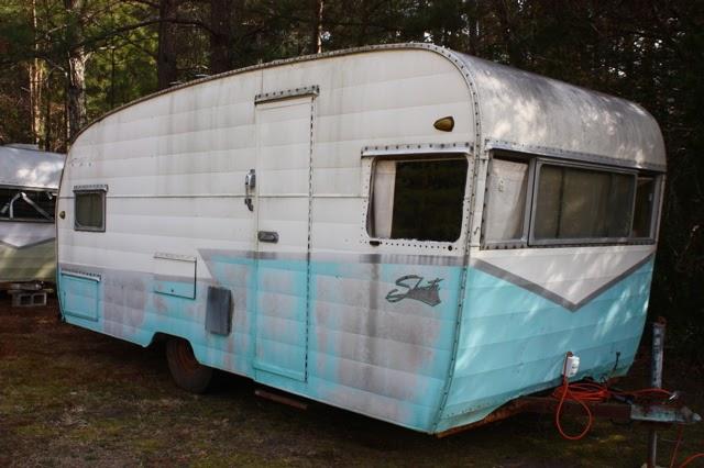 vintage trailer farm  1959 shasta deluxe model 19
