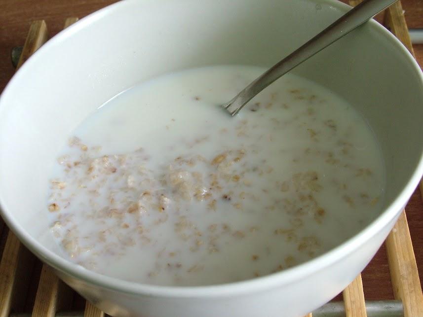 Płatki z mlekiem i lekkie owsianki