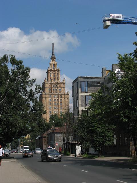 Dar sovetskych delniku lotysskemu lidu