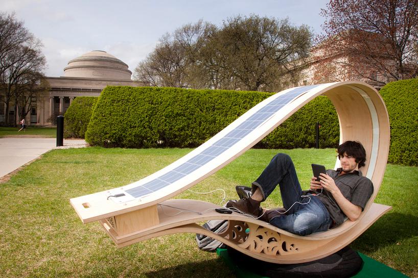задвижван от слънчева енергия слоларен шезлонг