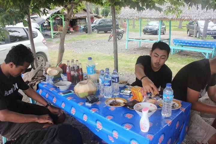 Warung di Pantai Watu Dodol (Banyuwangi)