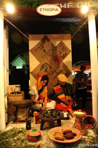 Đêm Gala cà phê - Đêm họp mặt của các nguyên thủ, chính khách ngoại giao trong và ngoài nước tại Làng cà phê Trung Nguyên,  trong khuông khổ Lễ hội cà phê lần 3 - 2011