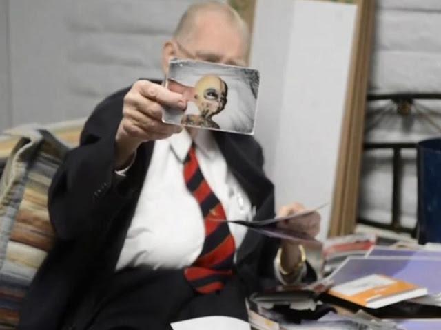 Boyd Bushman và hình ảnh của người ngoài hành tinh. Ảnh chụp từ Youtube/Tech Times.