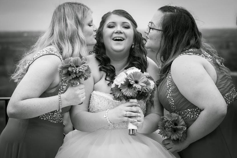 bride-mates-kiss