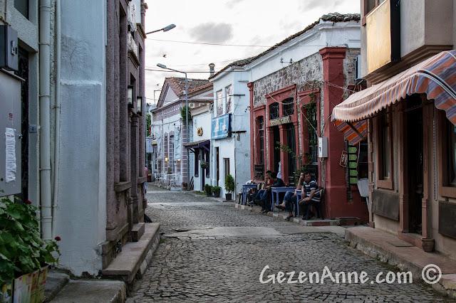 Cunda'nın güzel sokaklarında