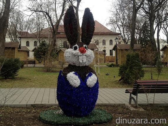 Iepuri de beteală în parcul central din municipiul Suceava