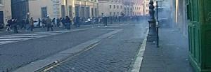 Polizia spara ad altezza uomo