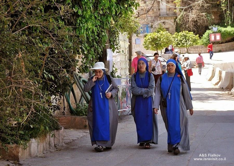 Монашки в Эйн Карем. Экскурсия монастыри в Иудейских горах. Гид по монастырям в Иудейских горах Светлана Фиалкова.