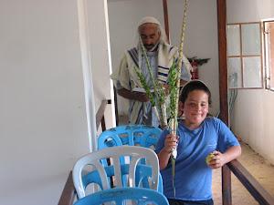 תפילת הושענא רבה בבית הכנסת שלום על ישראל ביריחו