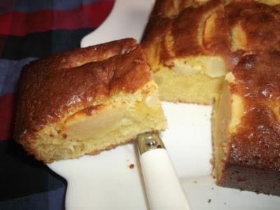 Gâteau moelleux aux pommes et liqueur de banane - recette indexée dans les Desserts