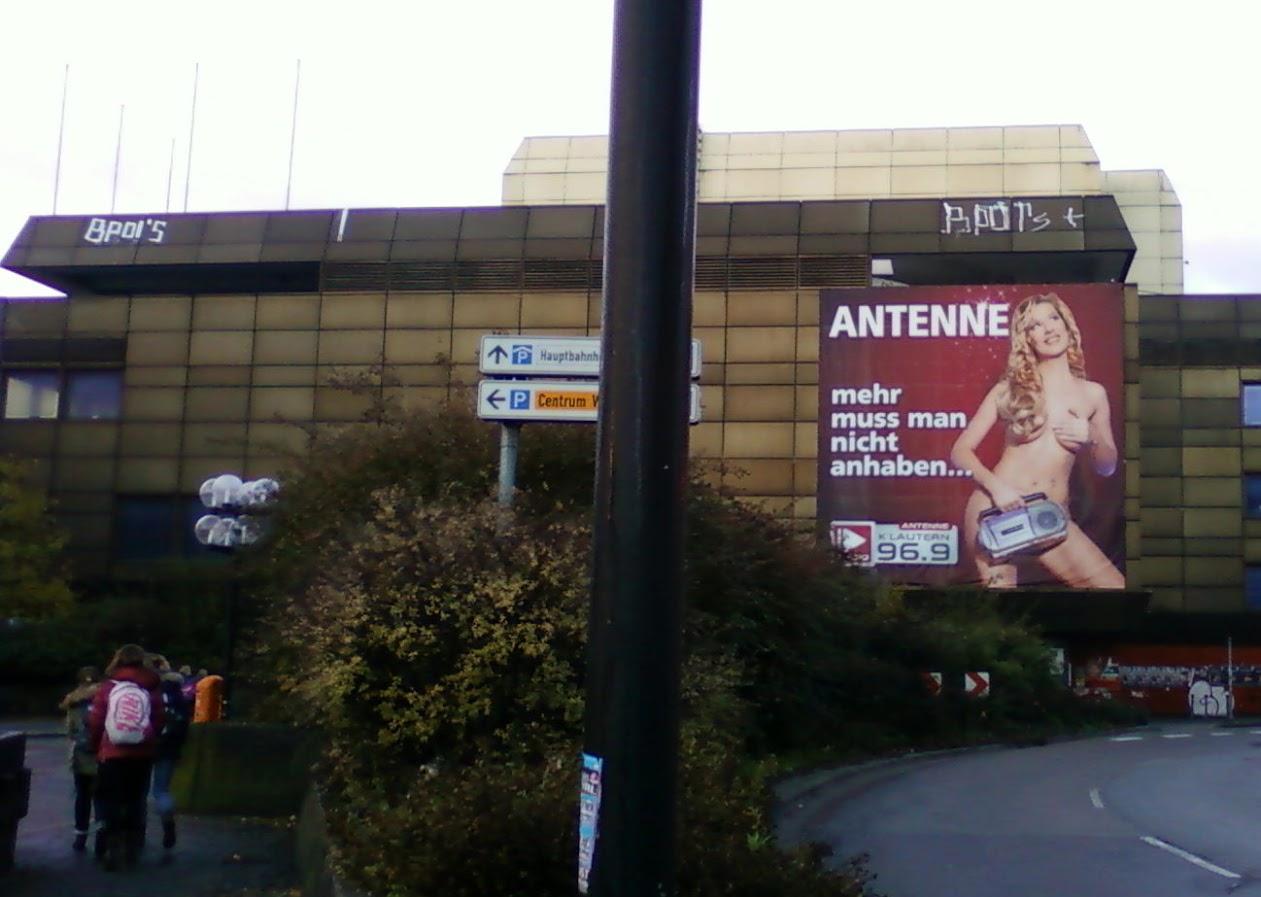 """Реклама радиостанции """"Антенны"""". """"Антены - больше ничего не нужно носить"""""""