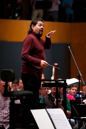Gregory Carreño, director titular de los núcleos de los Altos Mirandinos, dirigió para del ensayo previo a los conciertos de los días 7 y 8 de febrero
