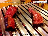Parrilla portátil de mesa Vulcano Gres. Carne de buey al gusto del comensal.