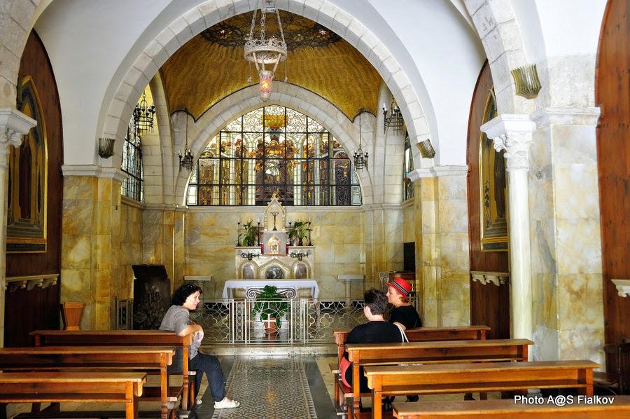 Вторая станция Виа Долороза, Церковь Бичевания. Архитектор Антонио Барлуцци. Экскурсия по Иерусалиму. Гид в Израиле Светлана Фиалкова.