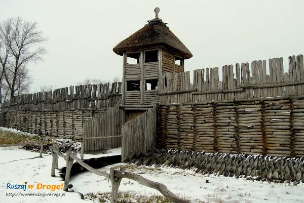 biskupin - brama główna