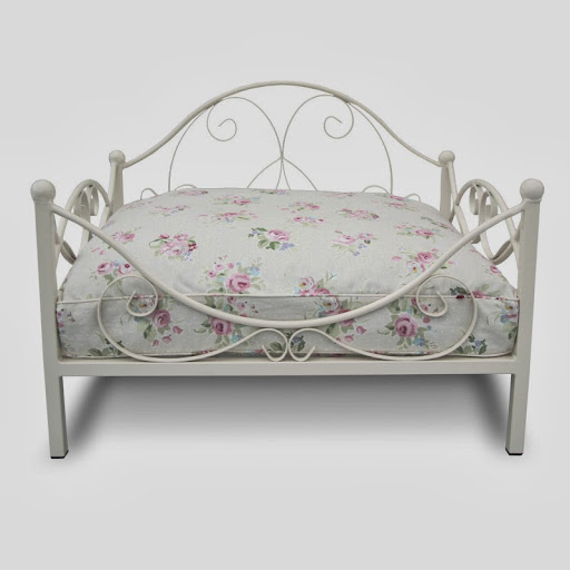 Classic Metal Frame Dog Bed Cream