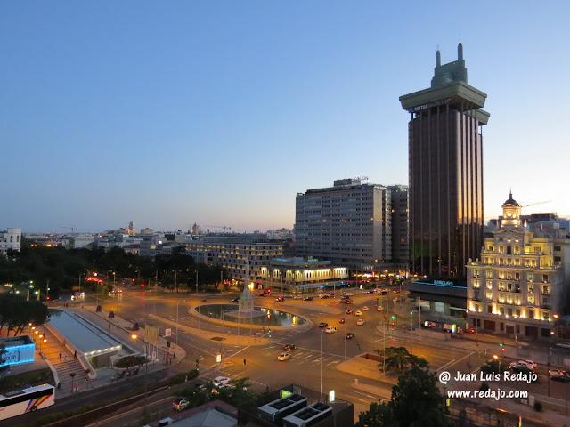 Vistas De Madrid Al Anochecer Desde Una Terraza Del Hotel Nh
