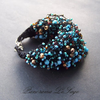 Bransoleta szydełkowa Rosa Panorama LeSage Biżuteria szydełkowa z drobnymi koralikami szklanymi jablonex i inne