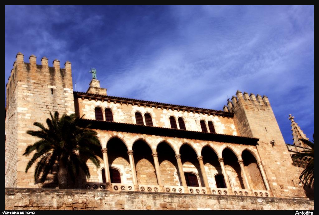 Ventana de foto palacio de la almudaina palma de mallorca - Fotografia palma de mallorca ...
