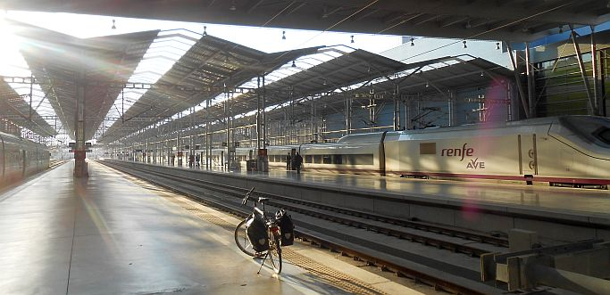 Ridgeback Rapide Velocity im Bahnhof von Malaga