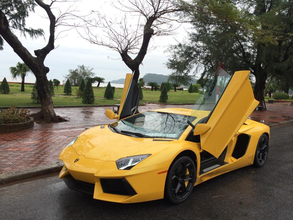 Lamborghini Aventador Vàng được bảo dưỡng và kiểm tra rất kỹ trước khi về lại Sài Gòn