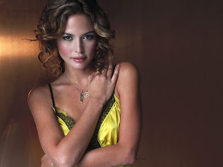 Hot American Actress-Model: Josie Maran Hot Backgrounds