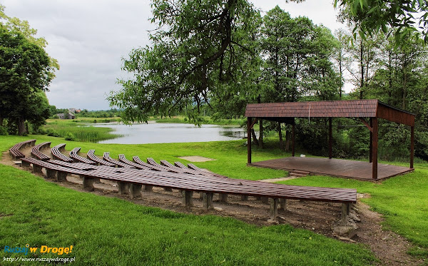 Ciekoty - amfiteatr na terenie domu żeromskiego
