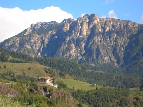 L'hotel Lagorai sotto i Cornacci di Cavalese