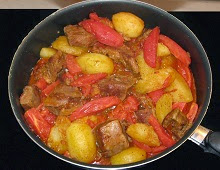 Veau au paprika, tomates et pommes de terre