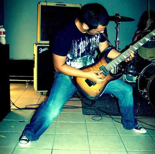 Miguel Quiroz Photo 27