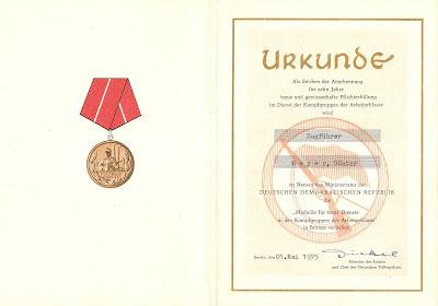 207b Medaille für treue Dienste in den Kampfgruppen für 10 Dienstjahre http://www.ddrmedailles.nl