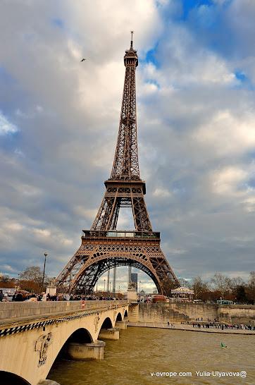 Эйфелева башня, конец декабря