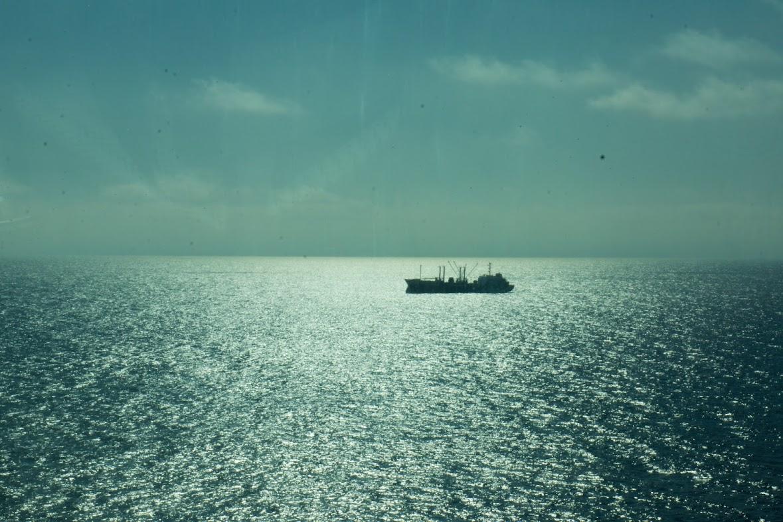 コルサコフ港の沖に停泊してる船舶