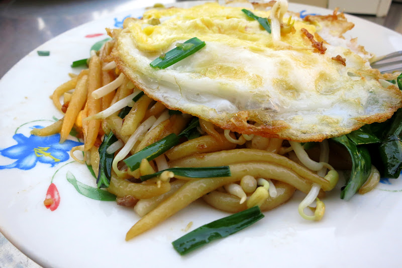 Khmer noodles with fried egg