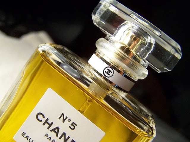 Paris In July The Secret Of Chanel No 5et Un Petit Cadeau Dolce