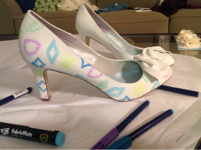 decorating shoes with fabric markers and diatom pattern