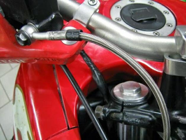Stahlflexleitungen VORN DR 650 SP46 mit Schrumpfschlauch