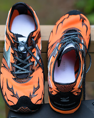 Mizuno Wave Universe 4 top and insole view