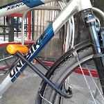 Koło i rama roweru spięte jednocześnie