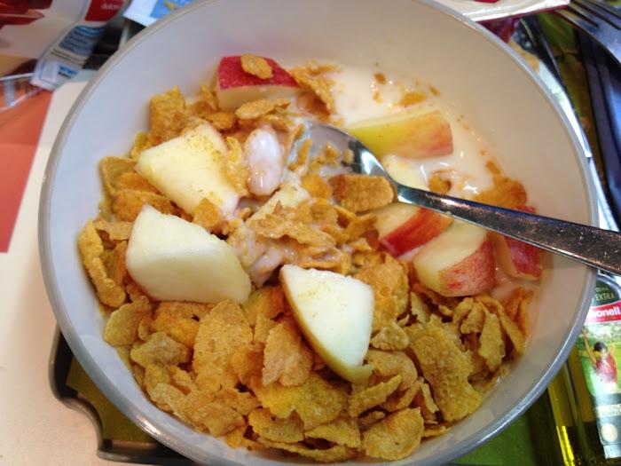 Manzana, yogur y cereales