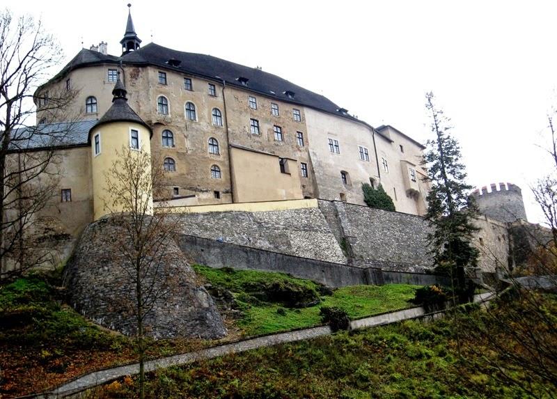 Dvorac Češki Šternberk - Prošlost i sadašnjost