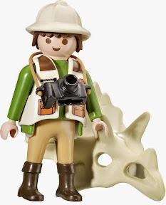 Đi kèm với bộ Xếp hình Khủng Long 100pcs mã 56041 này có thêm một mô hình nhân vật Playmobil