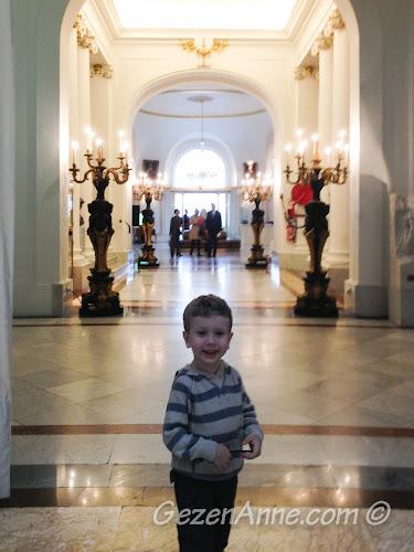 oğlum Le Negresco Otel'de dolaşırken, Nice